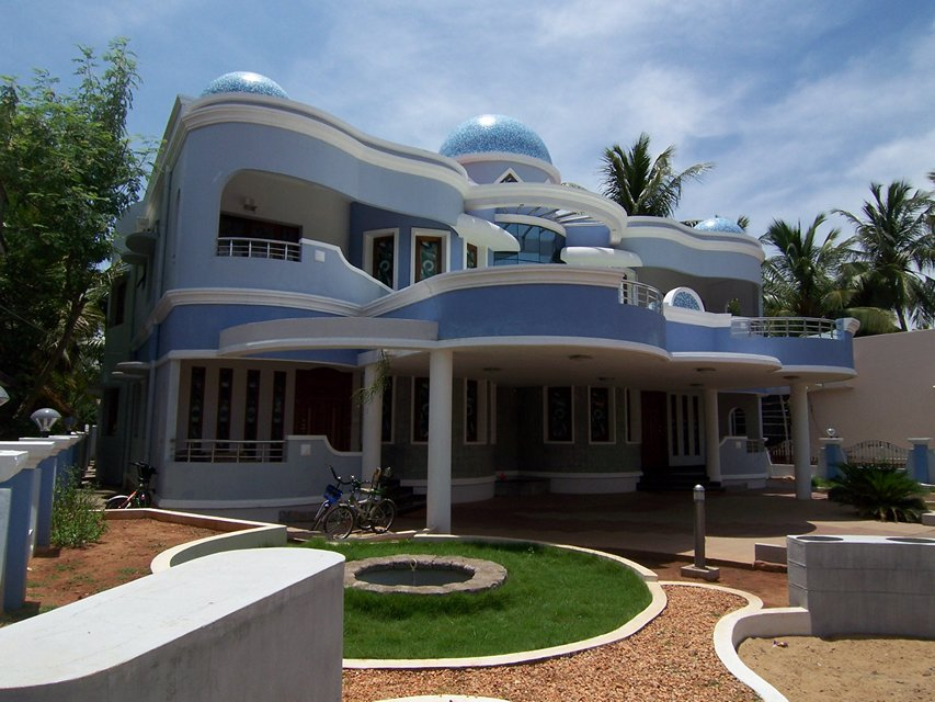 Domed courtyard twin house ambaharathur tamil nadu for Big house images in india
